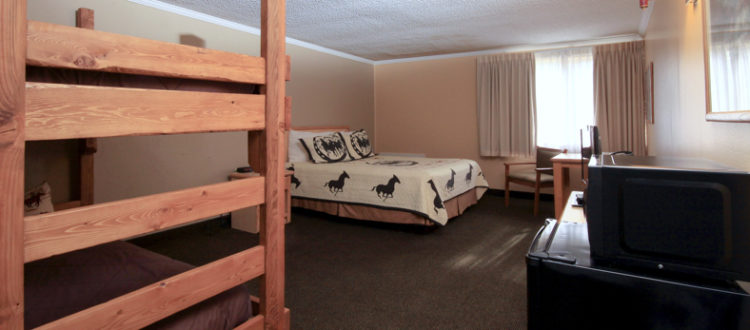 Fresh Single Queen and Twin Bunk Beds – Yellowstone Pioneer Lodge GZ35
